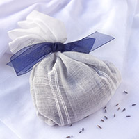 Make a fragrance sachet with shredded paper